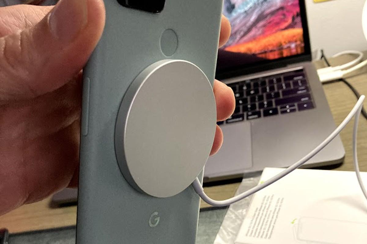 MagSafe sticks to Pixel 5